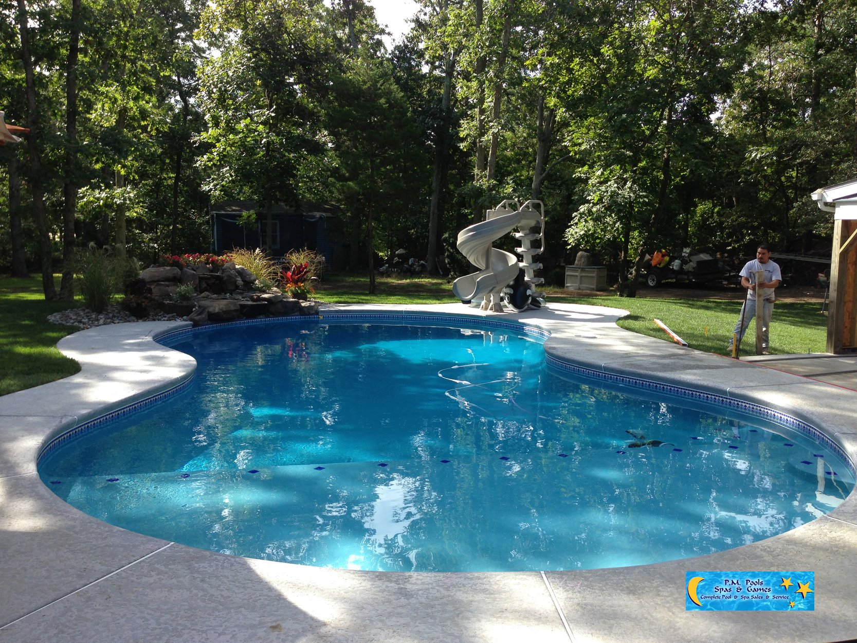 Concrete swimming pools avalon p m pool for Residential pools